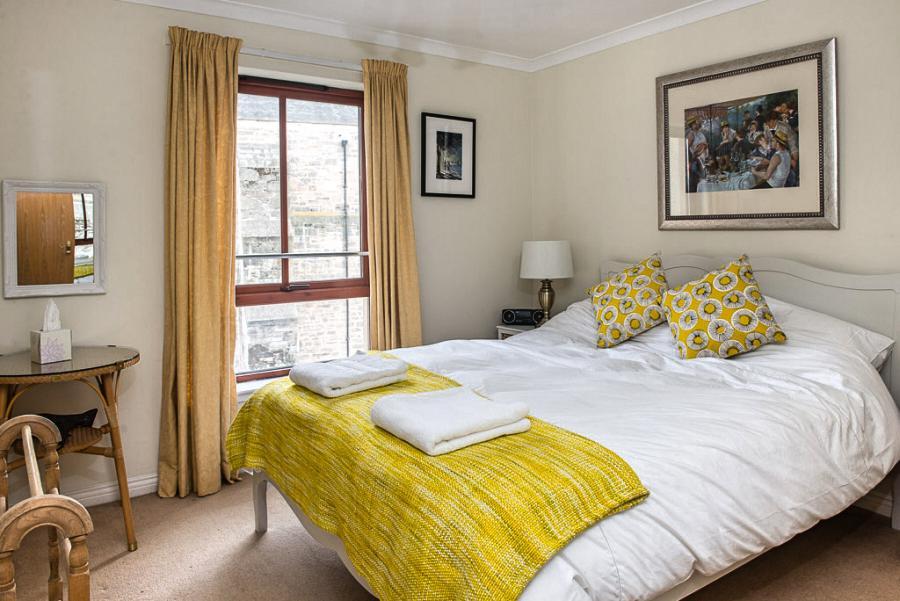 爱丁堡老城區市中心明亮舒适两卧度假公寓 – High Riggs Apartment